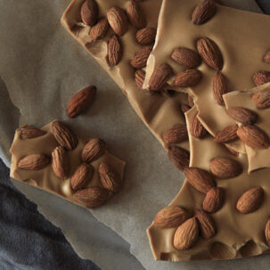 Caramel white chocolate with almonds